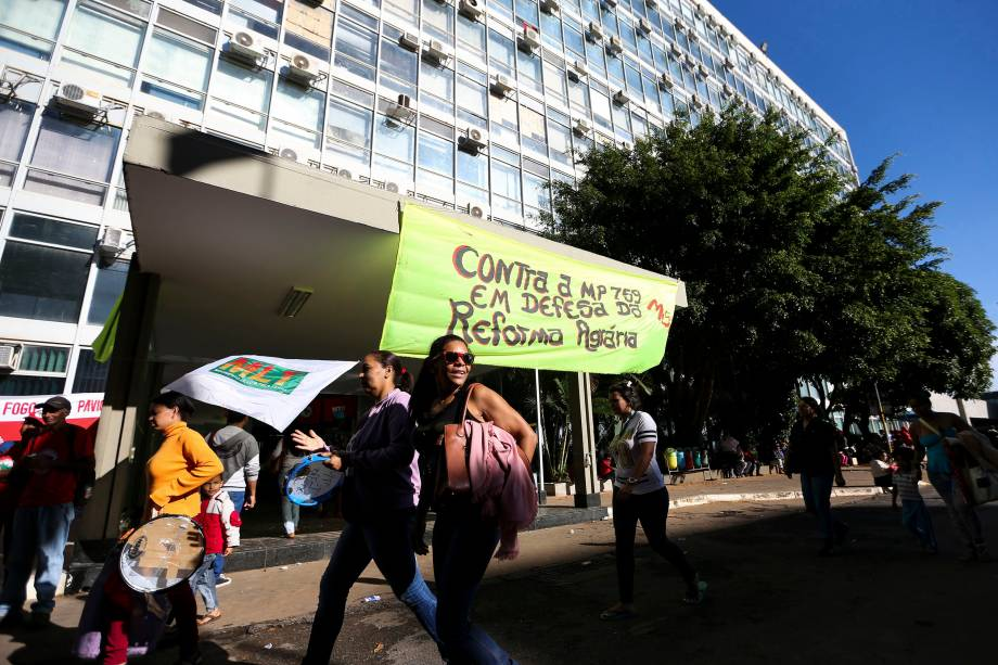 Movimentos sociais e de trabalhadores ocupam o Ministério da Fazenda, em Brasília, contra às reformas na Previdência propostas pelo governo Michel Temer - 15/03/2017