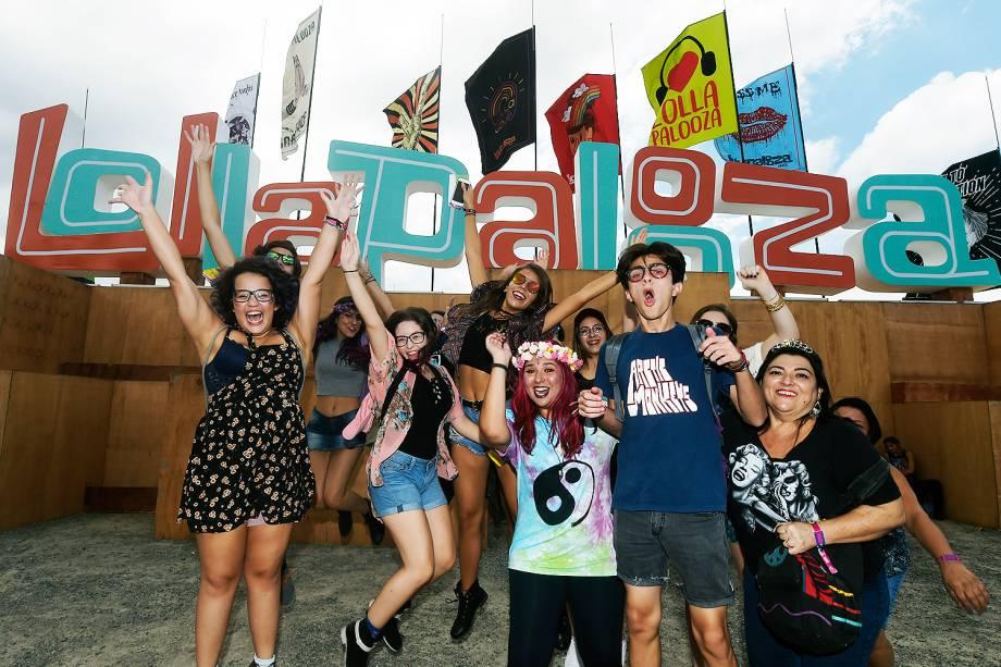 Público chega para a 6ª edição do Lollapalooza no autódromo de Interlagos