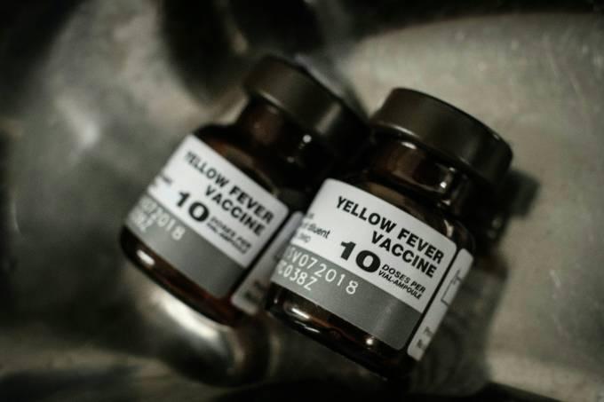 Frasco de vacina da febre amarela