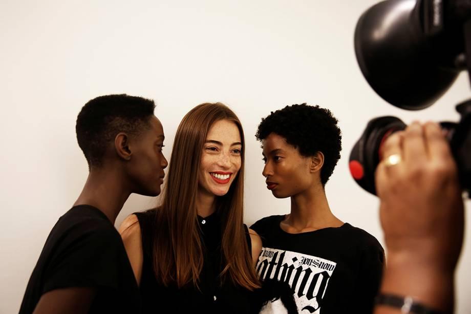 Modelo posam entre apresentações da estilista Uma Raquel Davidowicz, na São Paulo Fashion Week