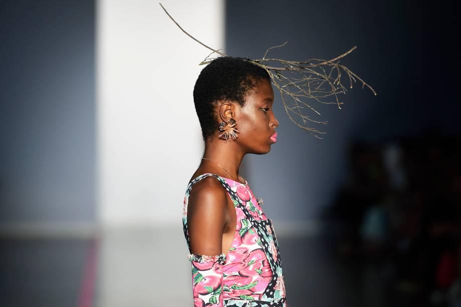Modelos desfilam pela marca da estilista Isabela Capeto, na 43ª edição do São Paulo Fashion Week, na Bienal do Ibirapuera