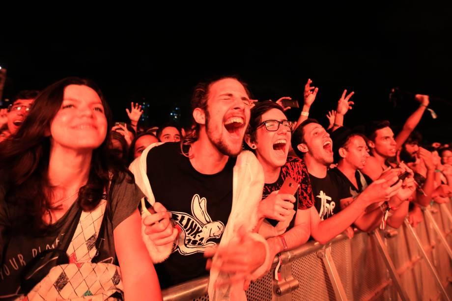 Público durante o show do The XX na primeira noite do Lollapalooza,  no autódromo de Interlagos