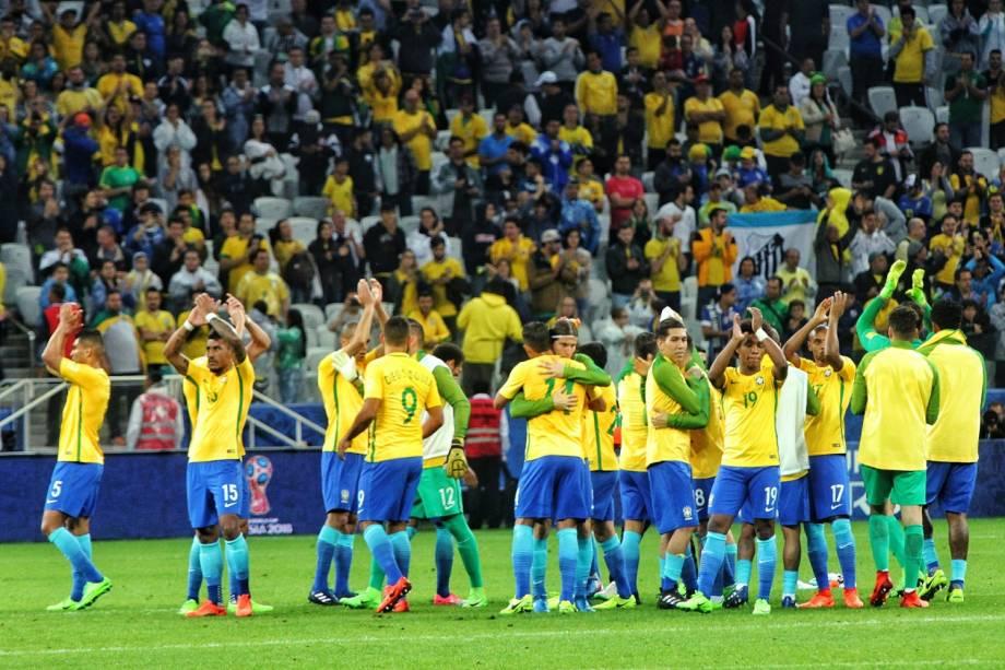 Jogadores da seleção brasileira comemoram vitória sobre o Paraguai no Itaquerão
