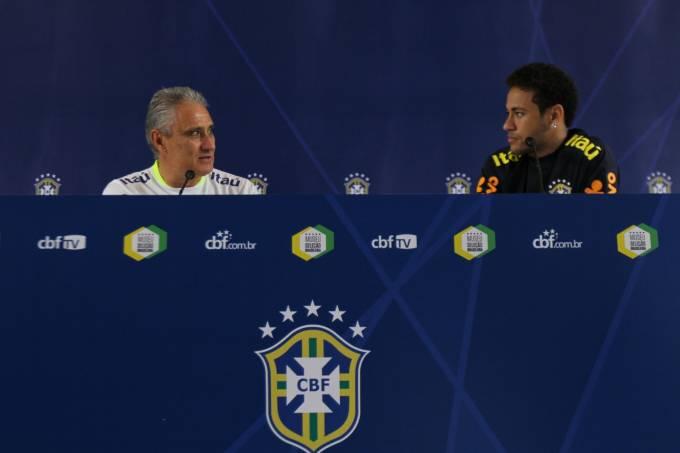 Neymar e Tite durante coletiva de imprensa