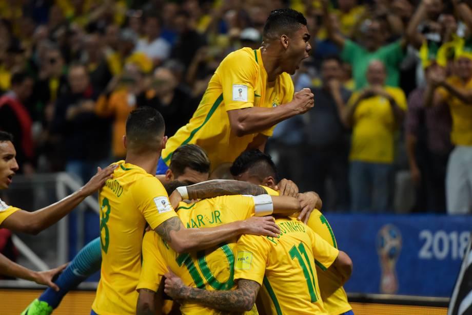 Brasil vence o Paraguai por 3 a 0 em Itaquera