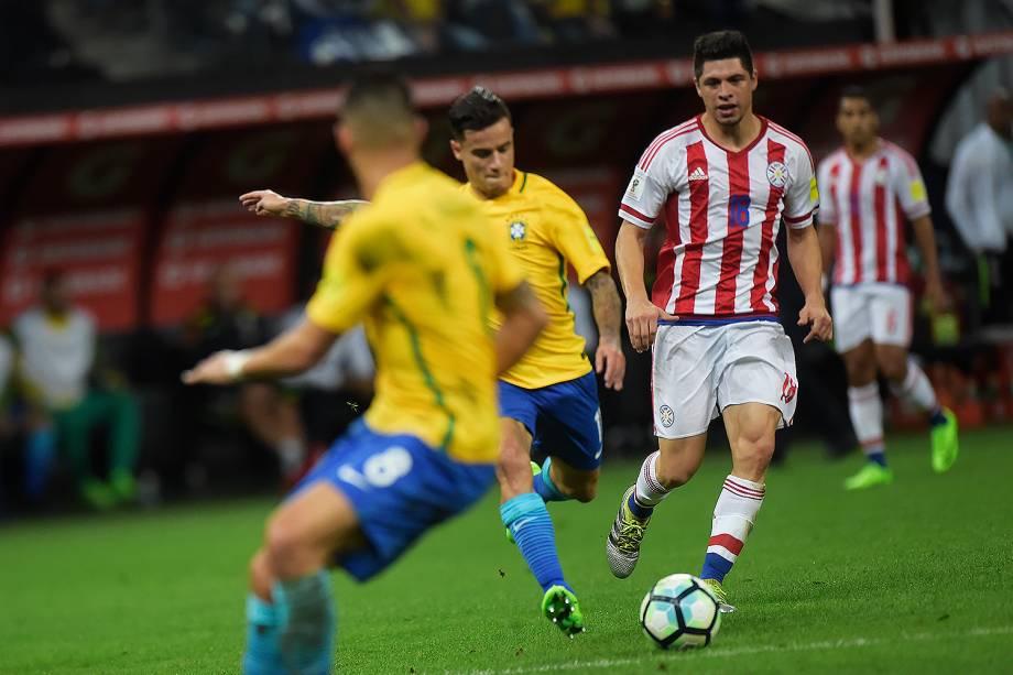 Philippe Coutinho marca o primeiro gol do Brasil na vitória sobre o Paraguai p