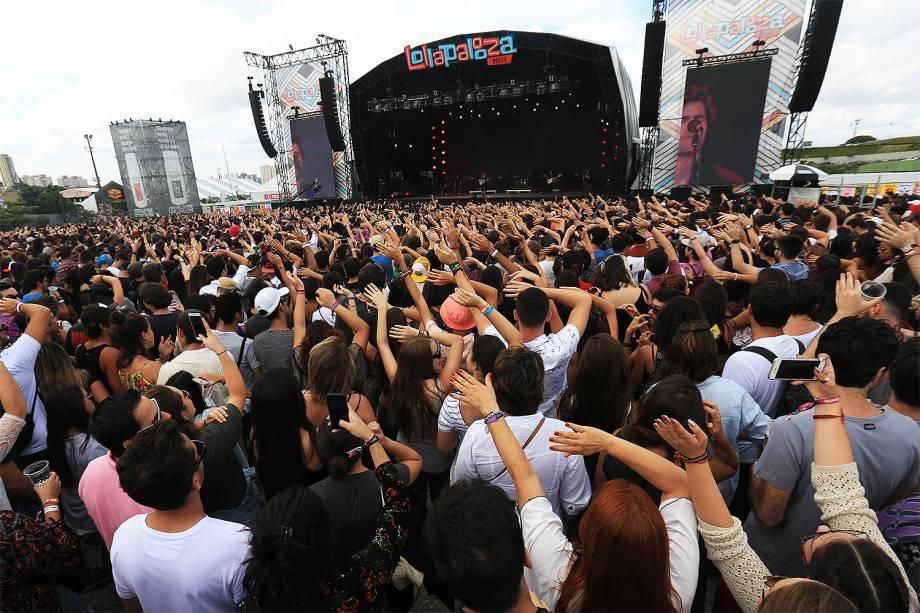 Público curte shows no segundo dia do Lollapalooza, no autódromo de Interlagos, em São Paulo