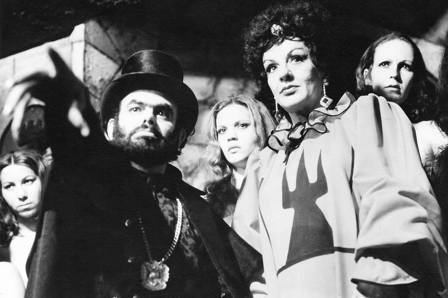 """José Mojica Marins no filme """"Exorcismo Negro"""", de sua direção - (1974)"""