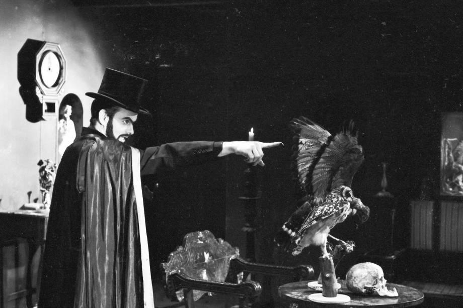 """José Mojica Marins filmando a abertura do filme """"O Estranho Mundo de Zé do Caixão"""" com três estórias, de sua direção - 12/11/1967"""