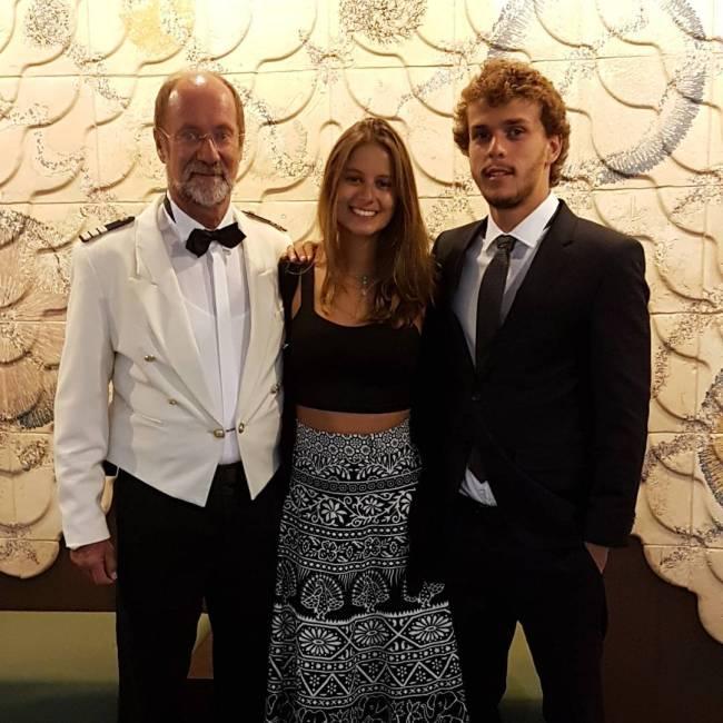 Theo, filho de Giulia Gam e Pedro Bial, com sua namorada, Vanessa Koller
