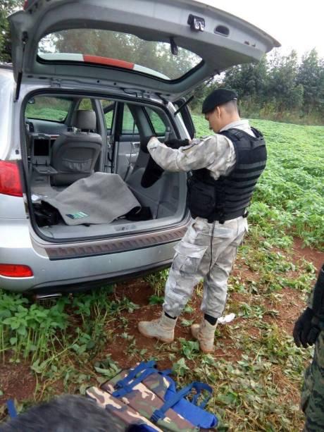 SUV encontrada em terreno durante fuga de suspeitos do assalto à Prosegur