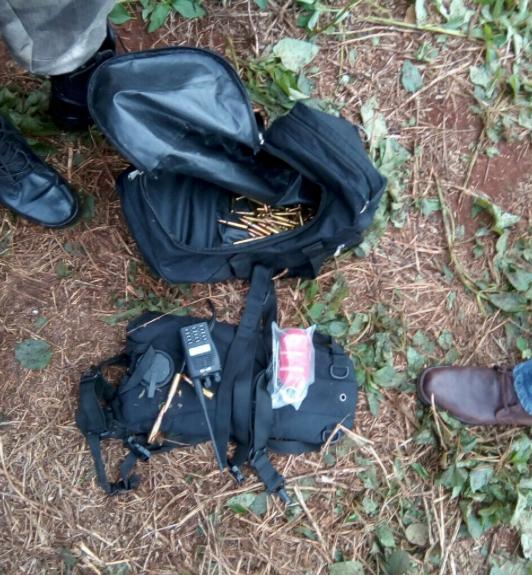 Munição e rádios encontrados pela polícia do Paraguai