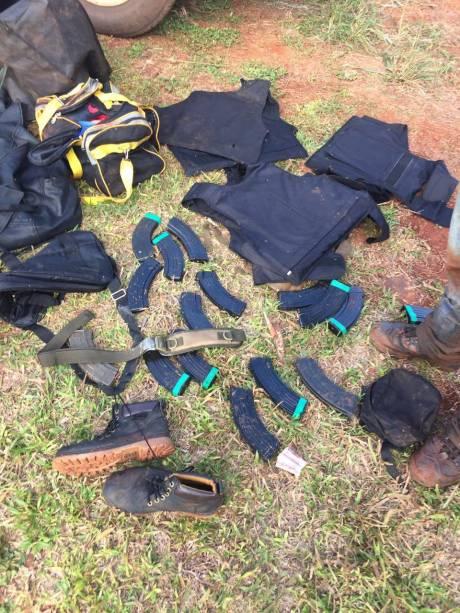 Equipamentos dos criminosos apreendidos pela polícia