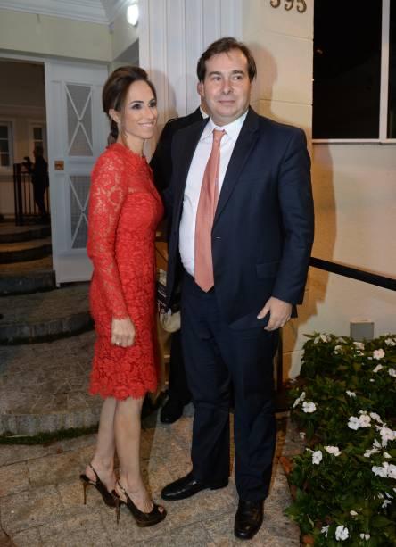 Políticos também compareceram ao evento: Rodrigo Maia (DEM-RJ), presidente da Câmara, marcou presença na festa, ao lado da mulher