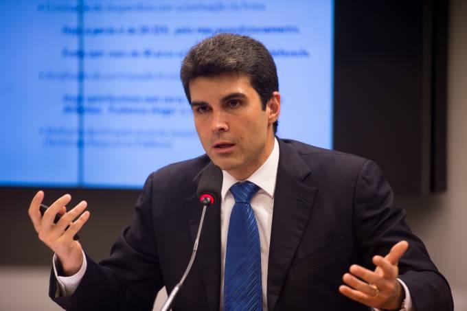 Ministro da Pesca fala sobre projetos em comissão da Câmara