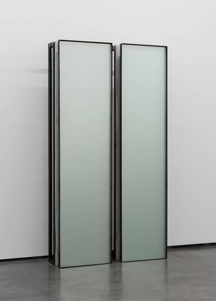 2. Carlos Nogueira, construção vertical 1 / díptico (vertical construction 1 / diptych), 2015. madeira, aço, esmalte e vidro.(1x) 258,6 x 64,8 x 37,8 cm, (1x) 258,6 x 61,2 x 37,8 cm