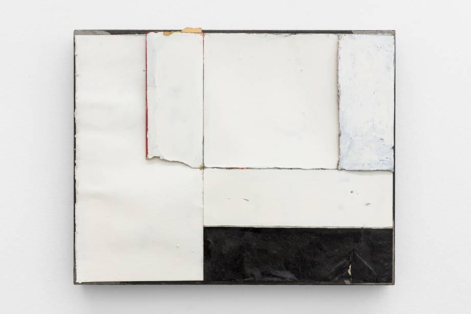 3. Carlos Nogueira, desenho de casa com varanda (drawing of house with balcony) 1983-2008. Ferro, cartão, esmalte e verniz.27 x 33,9 x 4,2 cm.