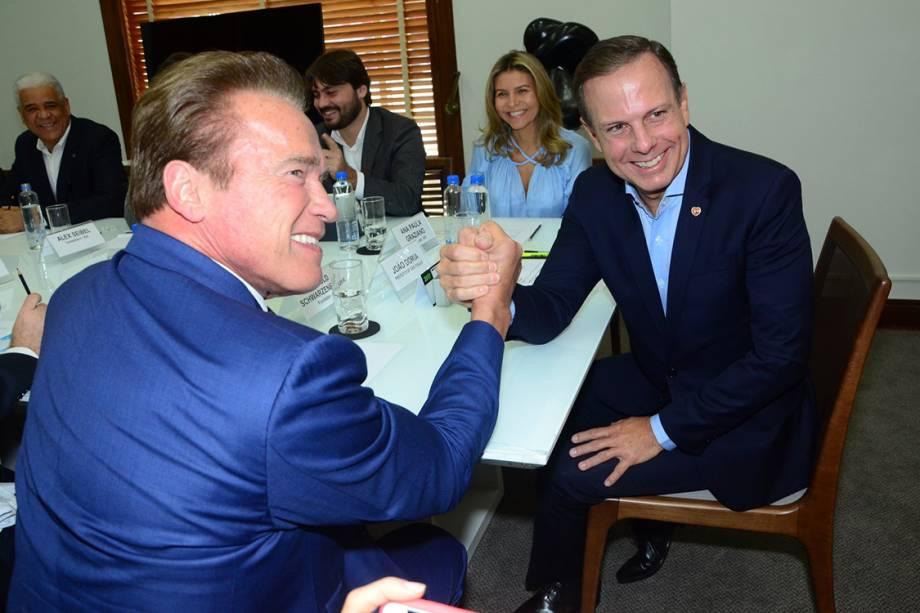 Arnold Schwarzenegger e João Doria se encontram no gabinete do prefeito de São Paulo