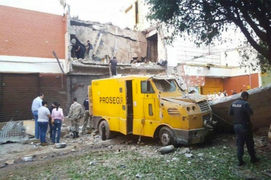 Veículo da empresa Prosegur é alvo de ataque em Ciudad del Leste no Paraguai