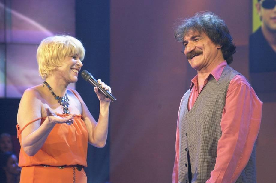 Vanuza e Belchior cantam juntos no programa 'Jovens Tardes', da TV Globo, em 2002