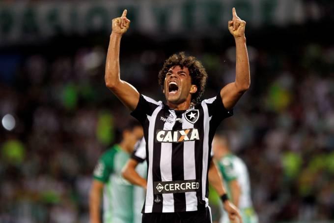 Camilo, do Botafogo, comemora gol sobre o Atlético Nacional, na Colômbia