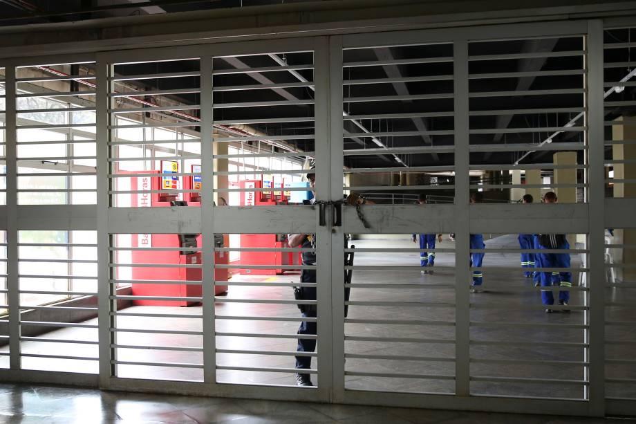 Brasília - Trabalhadores de várias categorias param hoje em todo o país, a estação central do metrô no Plano Piloto amanheceu fechada,  por causa dos atos convocados pelas centrais sindicais e pelas redes sociais (Marcello casal Jr/Agência Brasil)