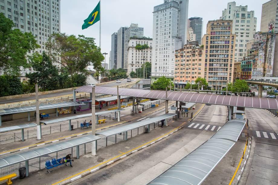 Terminal Bandeira amanhece vazio durante greve geral convocada por sindicatos e movimentos sociais no centro de São Paulo - 28/04/2017