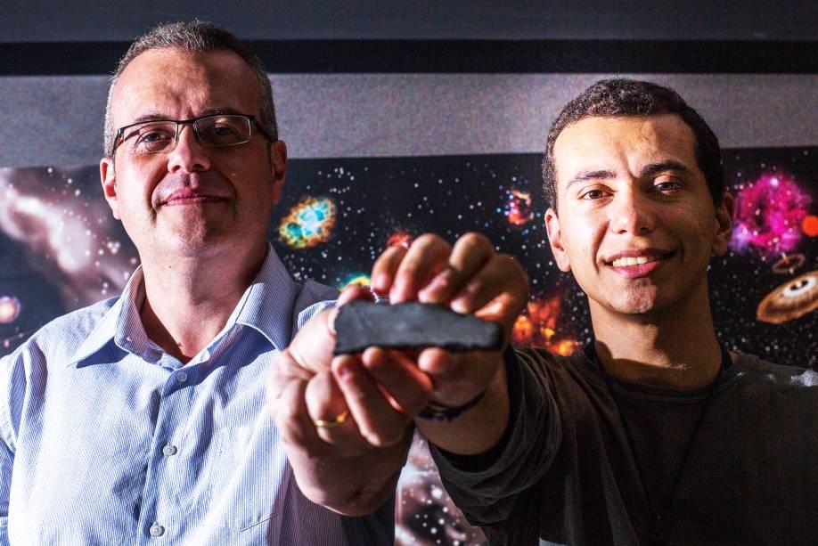 Caçadores de meteoros, Carlos di Pietro à esquerda e Gabriel Gonçalves Silva à direita, durante seminário na USP