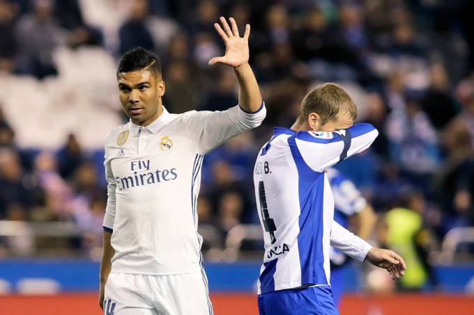 Casemiro, do Real Madrid, comemora gol sobre o Deportivo de La Coruña