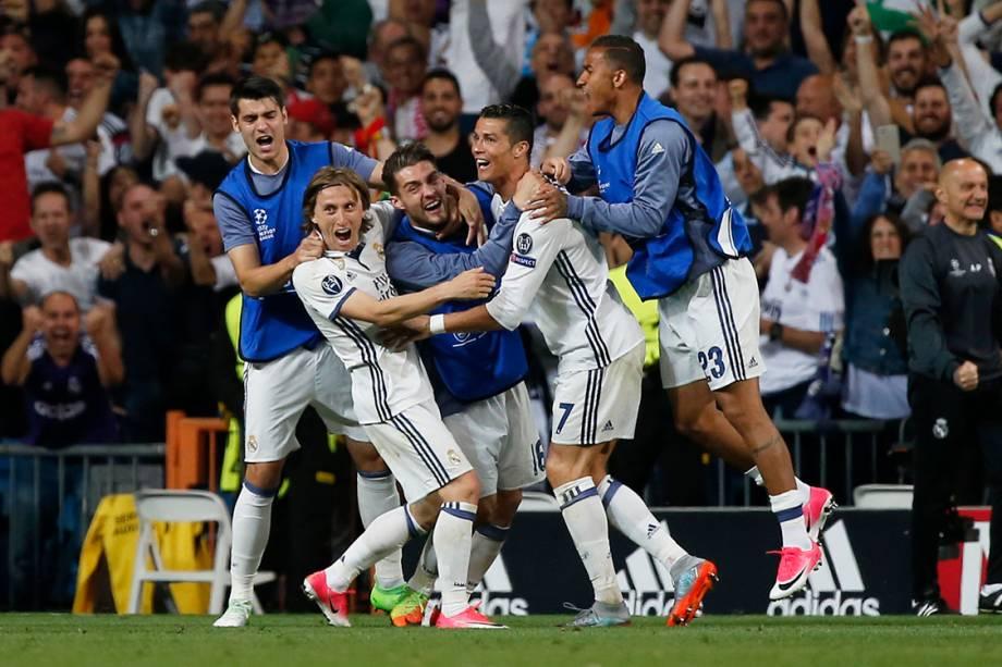 Jogadores do Real Madrid comemoram o segundo gol marcado por Cristiano Ronaldo contra o Bayern de Munique