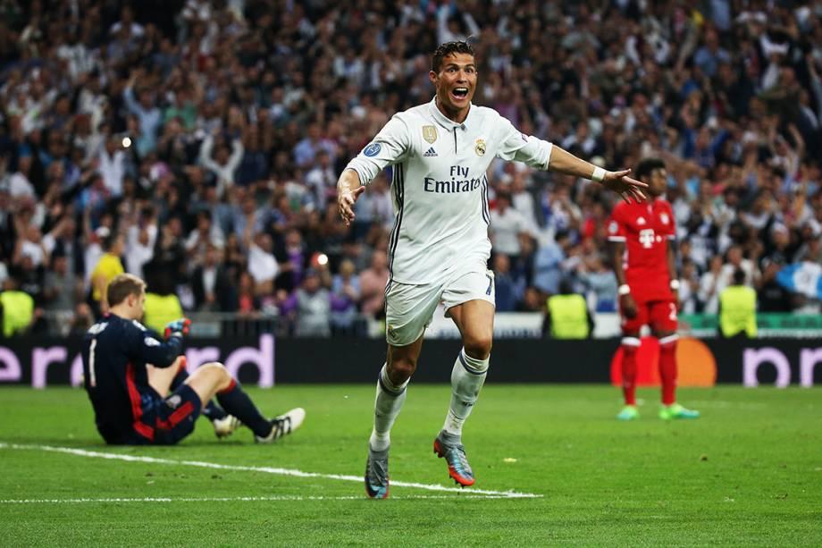 Cristiano Ronaldo, do Real Madrid, comemora após marcar o terceiro gol contra o Bayern de Munique, pela Liga dos Campeões, na Espanha