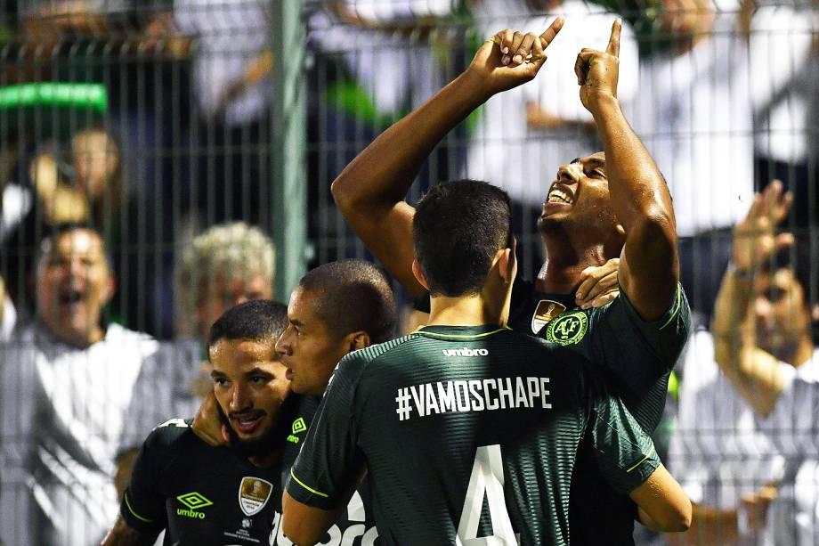O jogador Luiz Otávio comemora gol durante a partida entre Chapecoense e Atlético Nacional, válida pela Recopa Sul-Americana