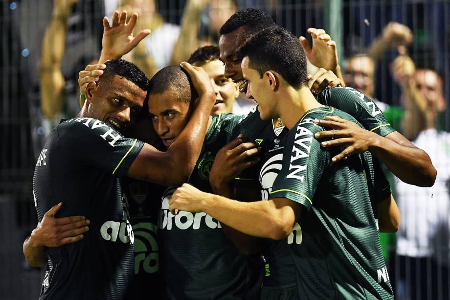 <span>O jogador Luiz Otávio comemora gol durante a partida entre Chapecoense e Atlético Nacional, válida pela Recopa Sul-Americana</span>