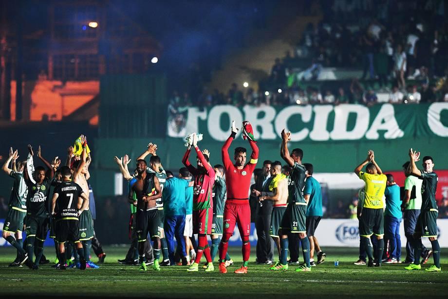 Chapecoense vence Atlético Nacional em noite de emoção e homenagens - 04/04/2017