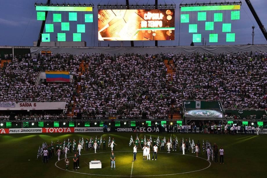 Cerimônia de homenagem feita antes de Chapecoense xAtlético Nacional, na Arena Condá, em Chapecó