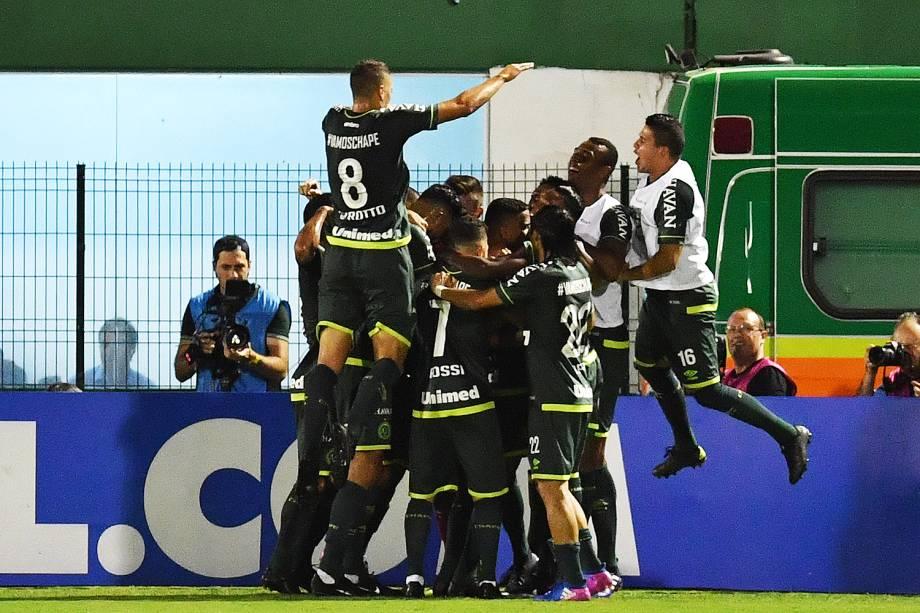<span>O jogador Reinaldo comemora gol durante a partida entre Chapecoense e Atlético Nacional, válida pela Recopa Sul-Americana</span>