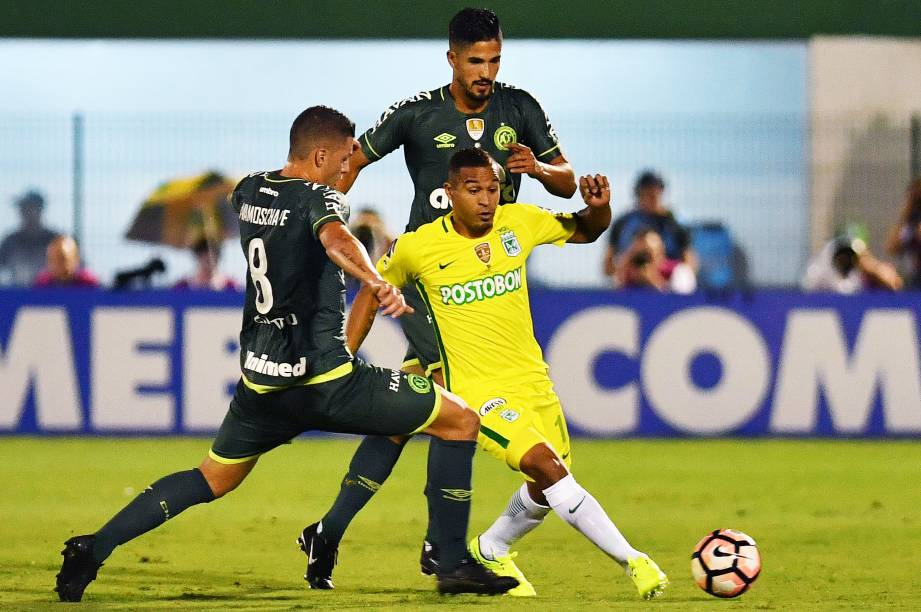 Lance da partida entre Chapecoense e Atlético Nacional, válida pela Recopa Sul-Americana, no Estádio Arena Condá, em Chapecó