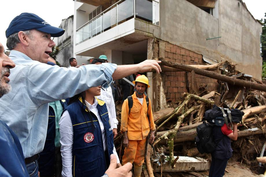 O presidente da Colômbia, Juan Manuel Santos, visitou bairros da cidade de Mocoa, capital do departamento de Putumayo, no sul do país - 02/04/2017