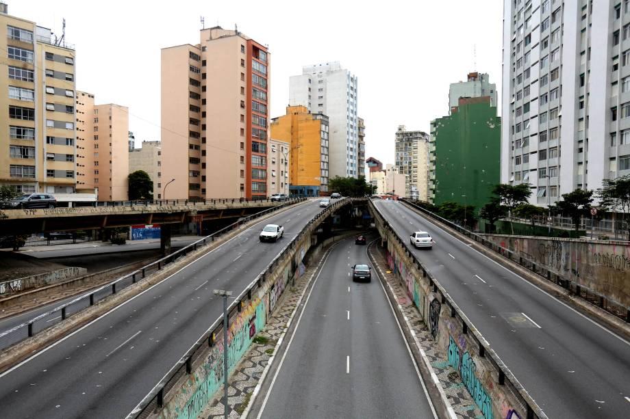 O Minhocão no centro de São Paulo durante a paralisação dos transportes públicos - 28/04/2017