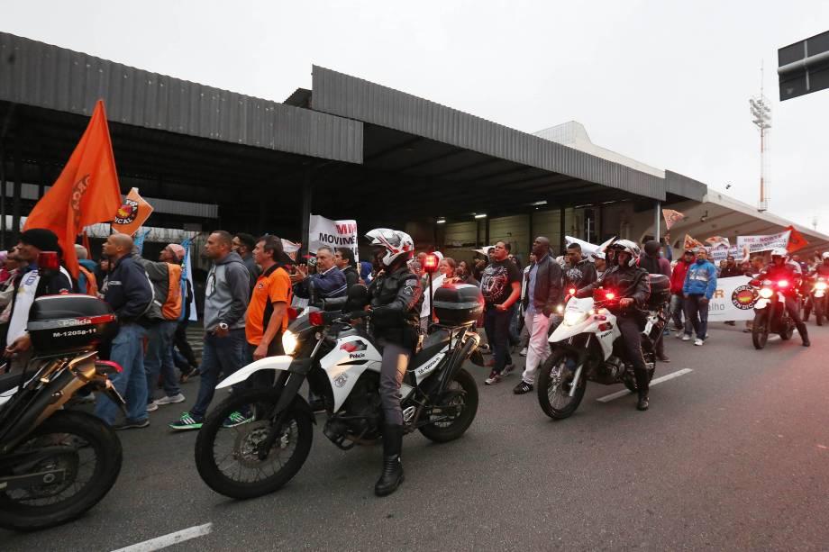 Polícia militar reforça a segurança no entorno do Aeroporto de Congonhas em São Paulo durante manifestação de sindicalistas - 28/04/2017