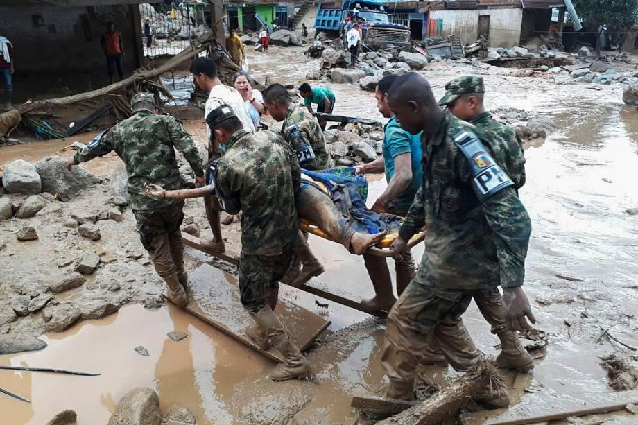 Forças armadas da Colômbia divulga imagens do trabalho das equipes de emergência em Mocoa - 01/04/2017