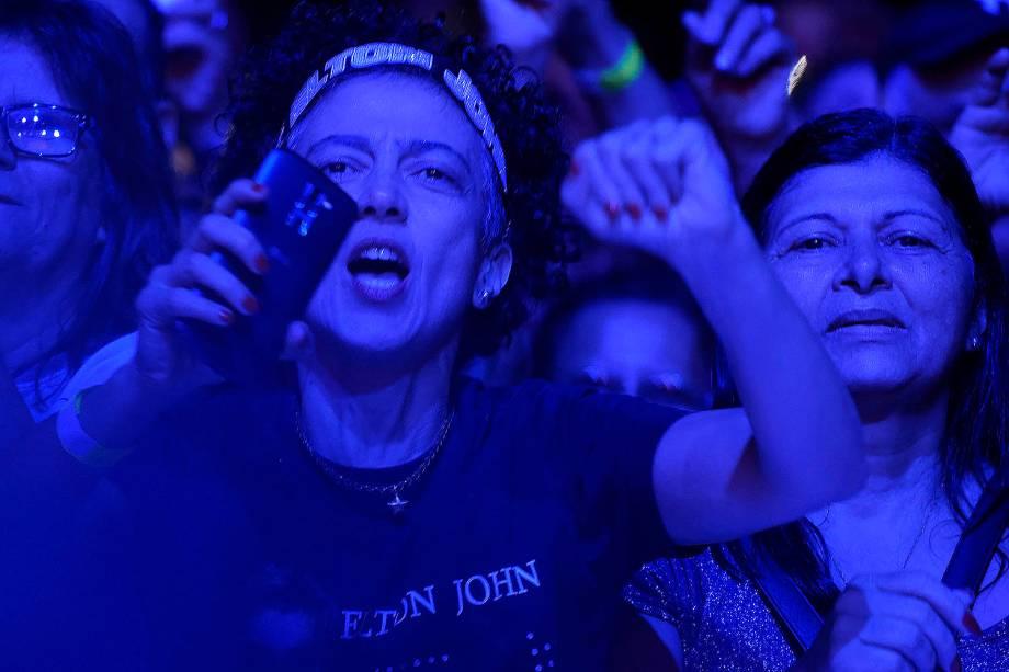 Fãs do cantor Elton John durante apresentação no Allianz Parque, na zona oeste de São Paulo - 06/04/2017