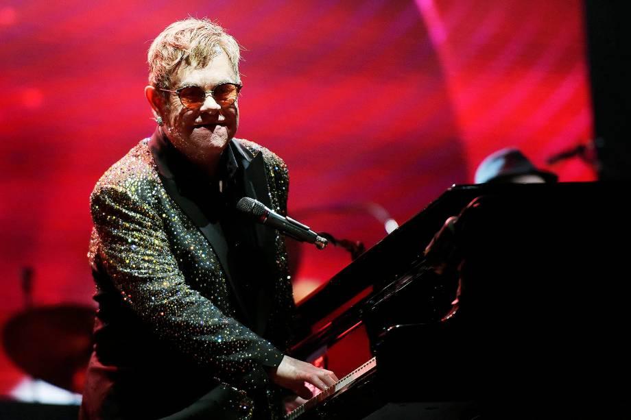 O cantor britânico Elton John durante show no estádio Allianz Parque, em São Paulo - 06/04/2017