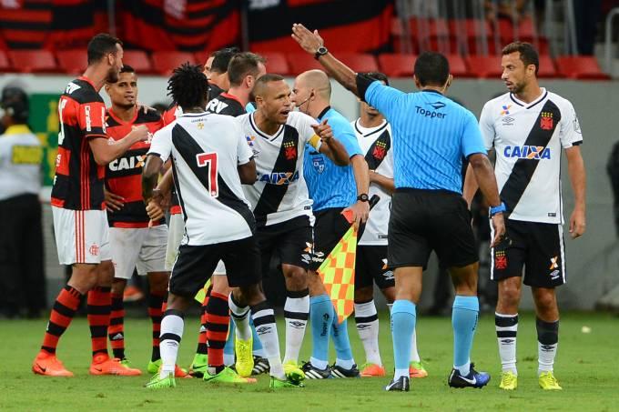 Luis Fabiano expulso na partida entre Flamengo e Vasco