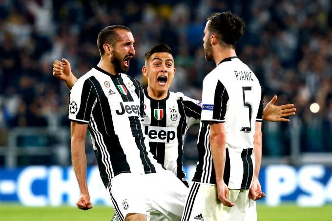 Giorgio Chiellini, Paulo Dybala e Miralem Pjanic, do Juventus