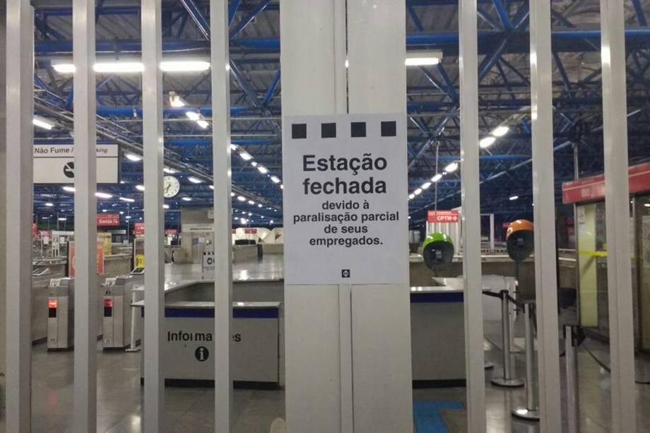 Terminal Barra Funda, na Zona Oeste de São Paulo, fechado com as paralisações desta sexta-feira - 28/04/2017
