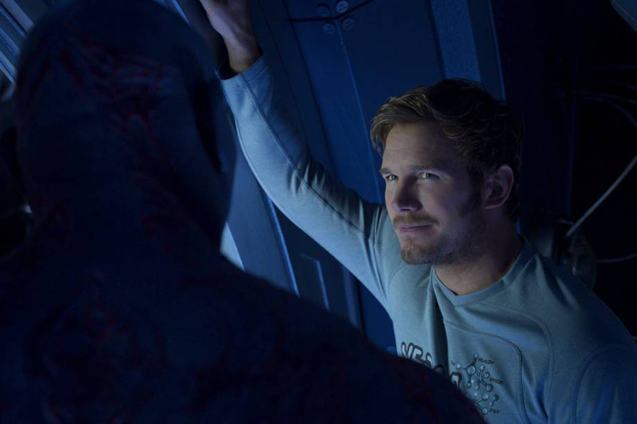 Peter Quill (Chris Pratt) em cenas do filme Guardiões da Galáxia 2