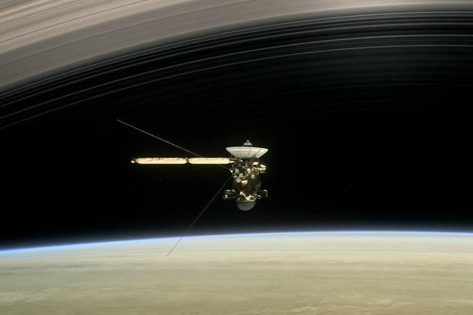 Ilustração da sonda Cassini chegando em Saturno