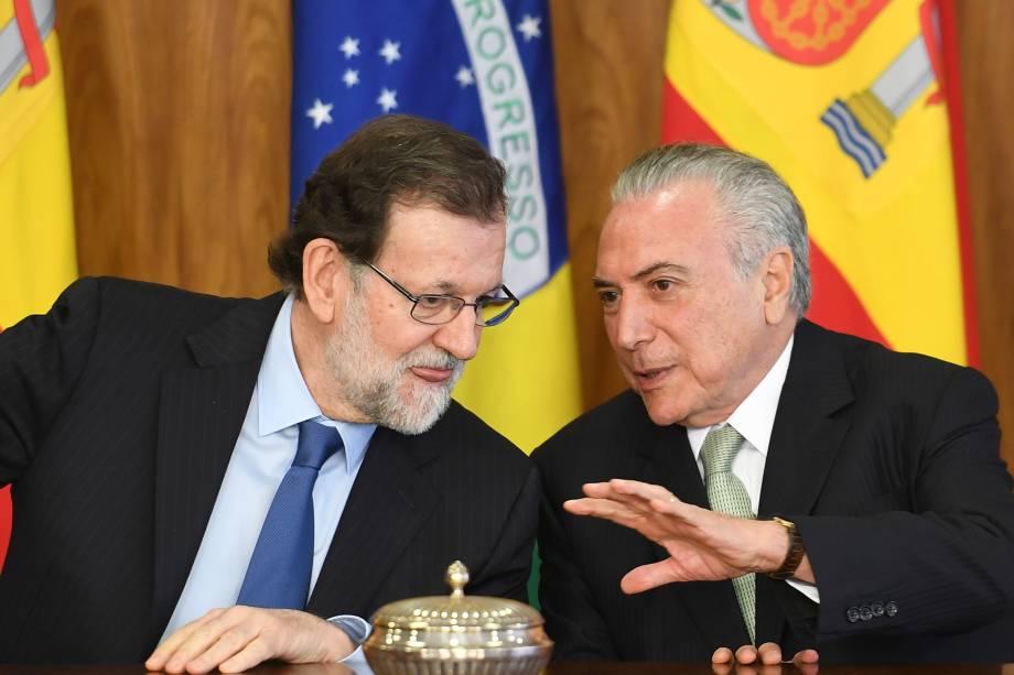 O primeiro-ministro espanhol, Mariano Rajoy, e o presidente, Michel Temer, falam após a assinatura dos acordos no Palácio do Planalto em Brasília - 24/04/2017