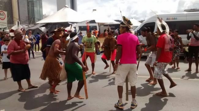 Greve geral em Brasília: grupos indígenas participam de manifestação